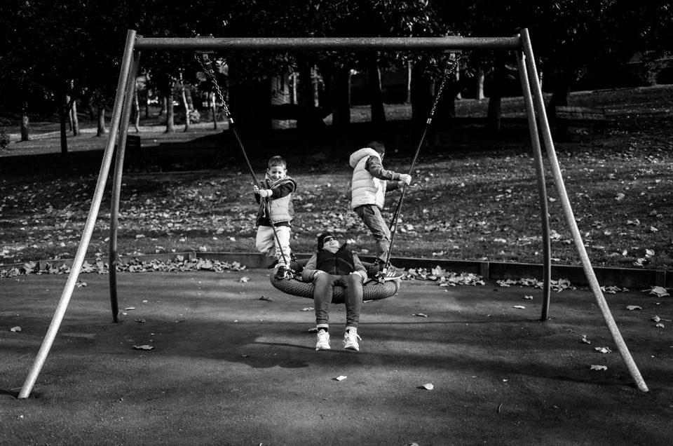 FOTOGRAFÍA INFANTIL EN UN COLUMPIO