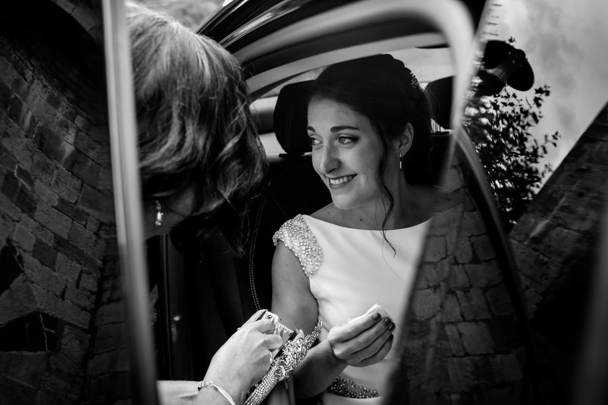 Novia llega a ceremonia de boda en Amasa