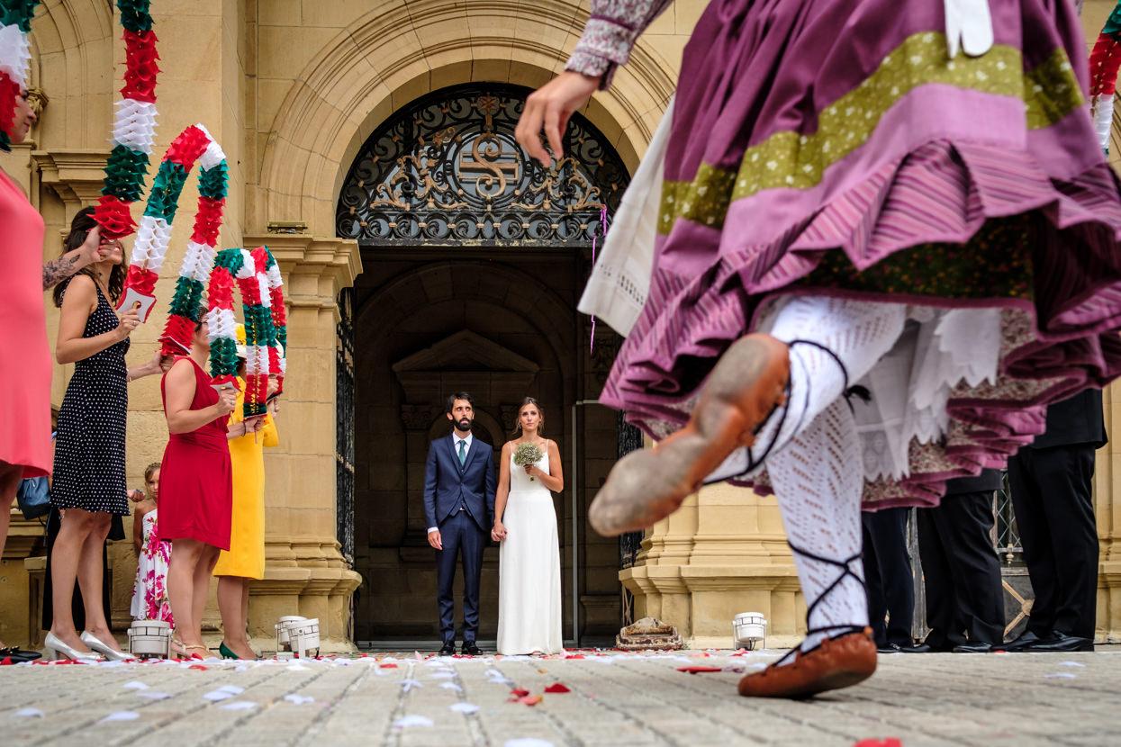Aurresku de boda en ayuntamiento de Donostia