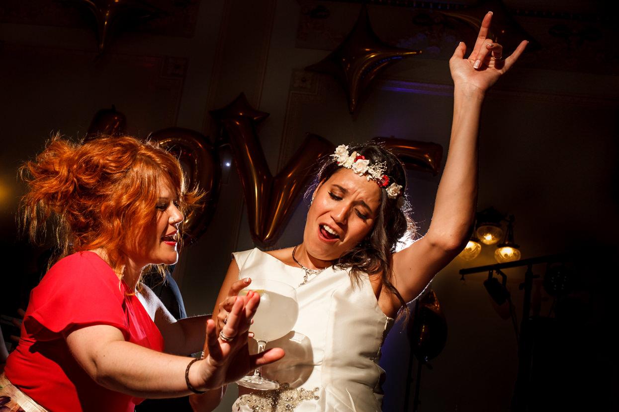 Destination wedding photographer. Fiesta de boda en el hotel María Cristina