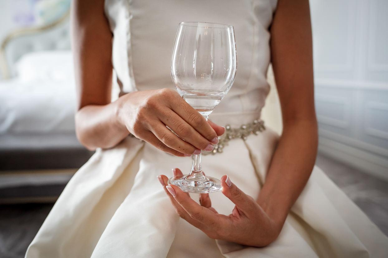 Preparativos de novia en boda en el hotel María Cristina. Detalle