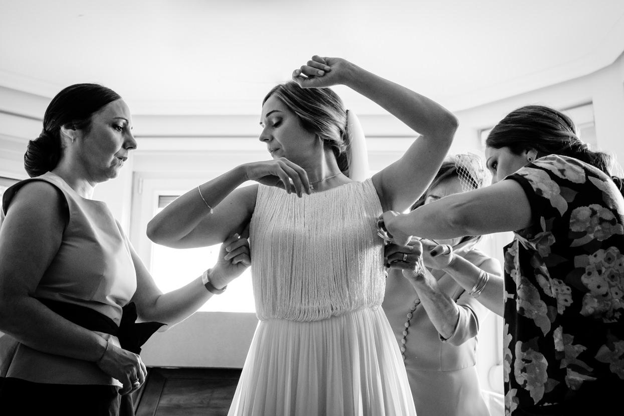 Foto de preparativos de novia. Vestido
