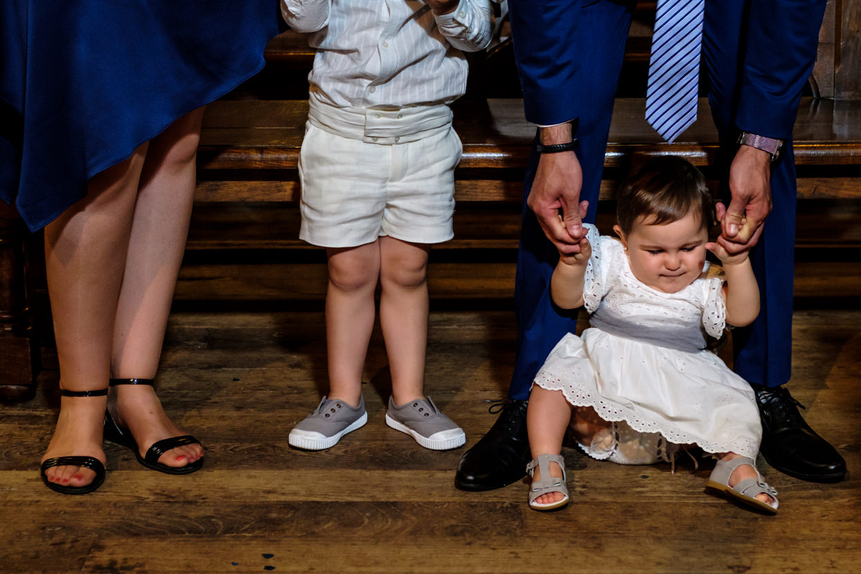 Invitados en ceremonia de boda en Hondarribia
