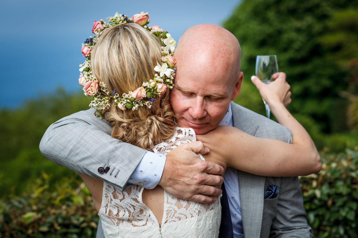 boda en igeldo abrazo