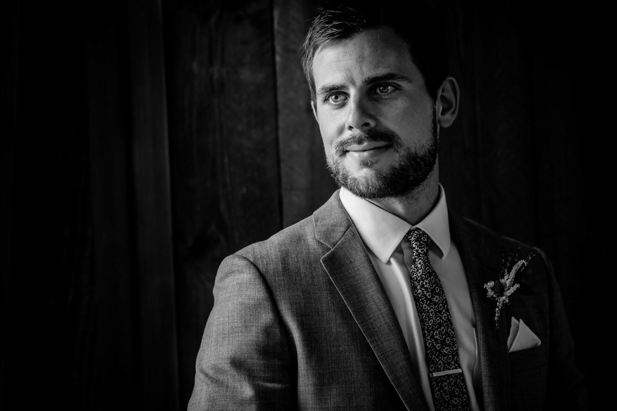 destination wedding retrato de novio