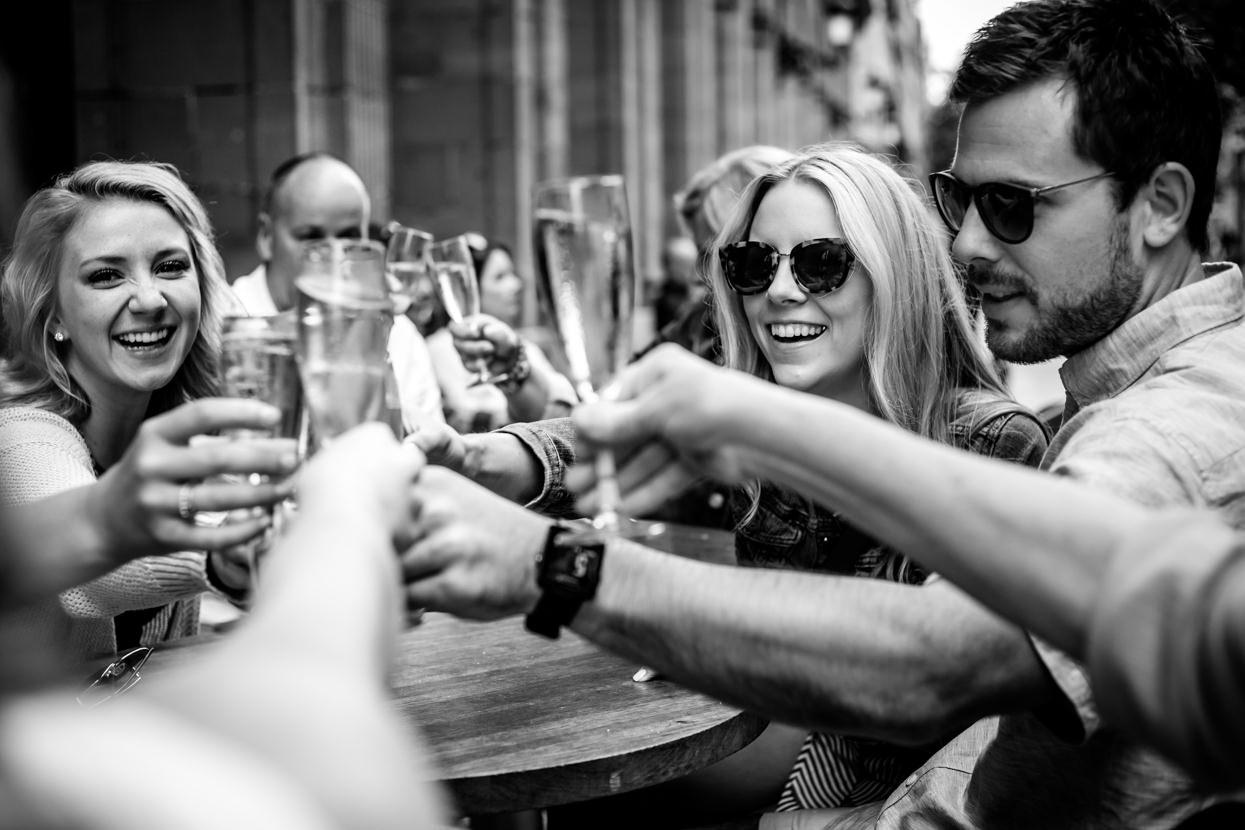 fotógrafo de preboda brindis con champán