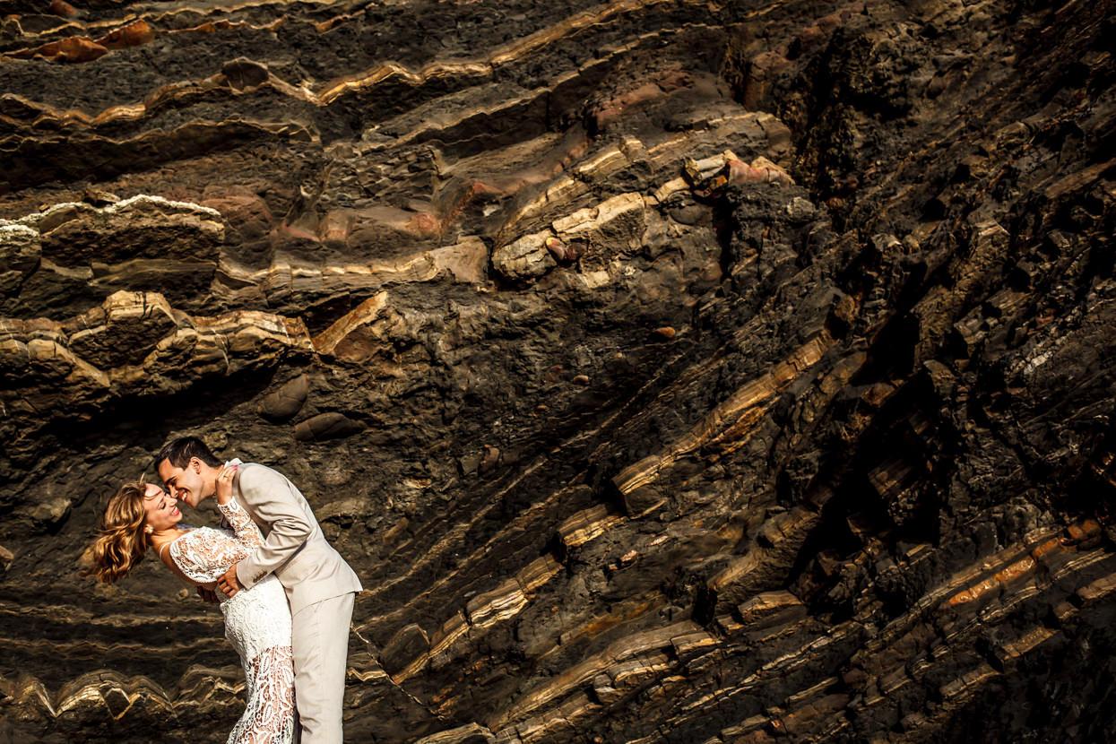 Foto de boda de pareja en Gaztelugatxe