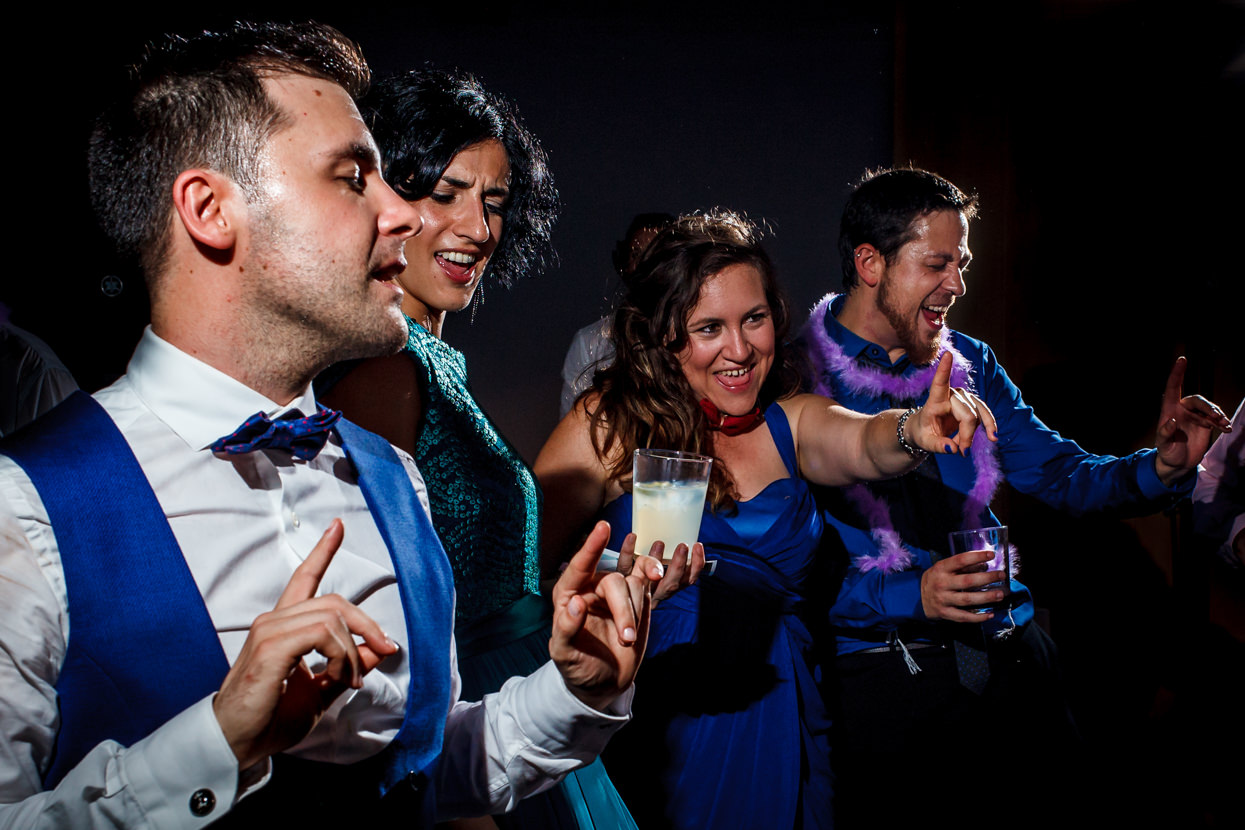 Invitados de boda en fiesta de boda en Navarra