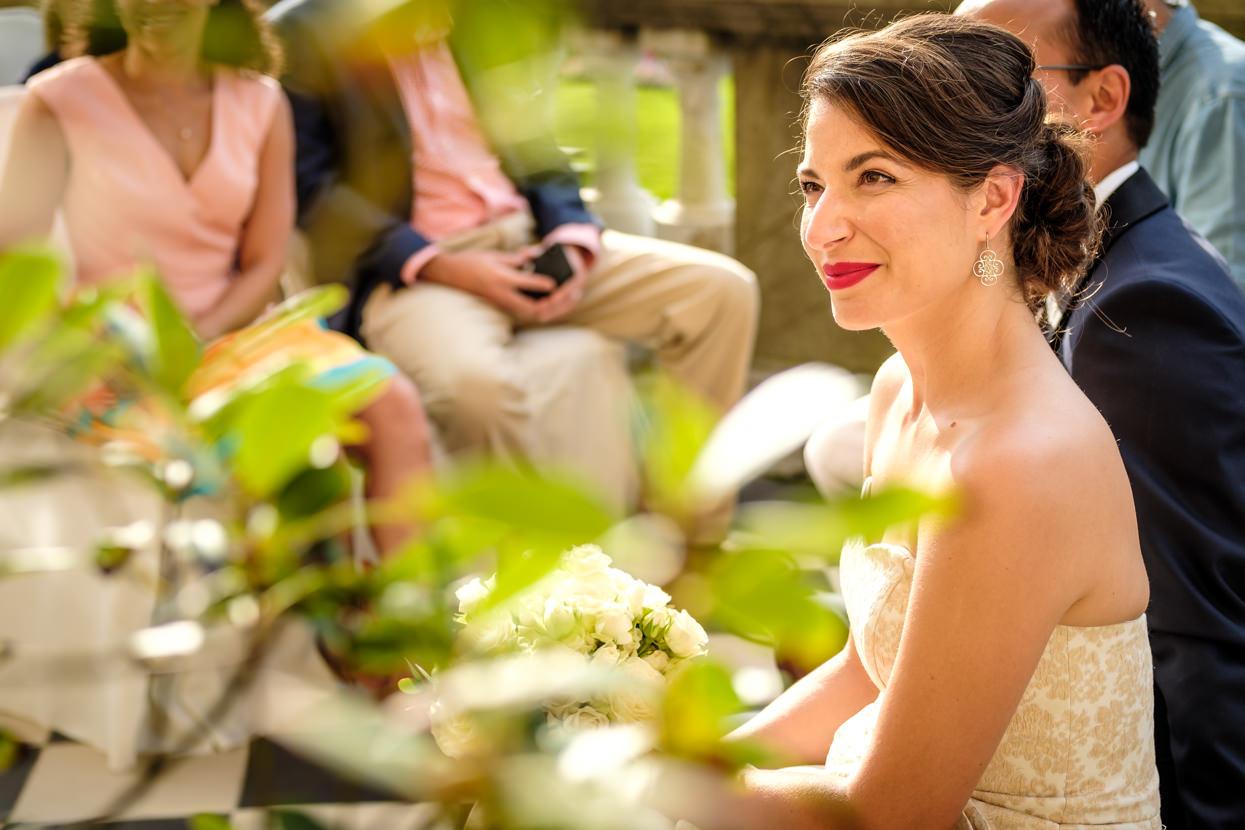 Novia feliz en ceremonia de boda en hotel María Cristina