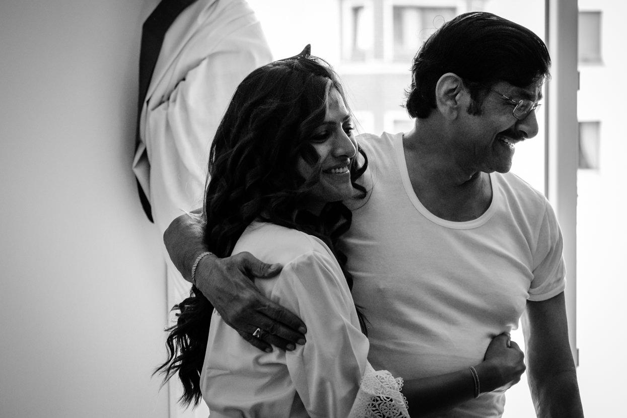 Boda en San Sebastián. Novia abraza a su padre