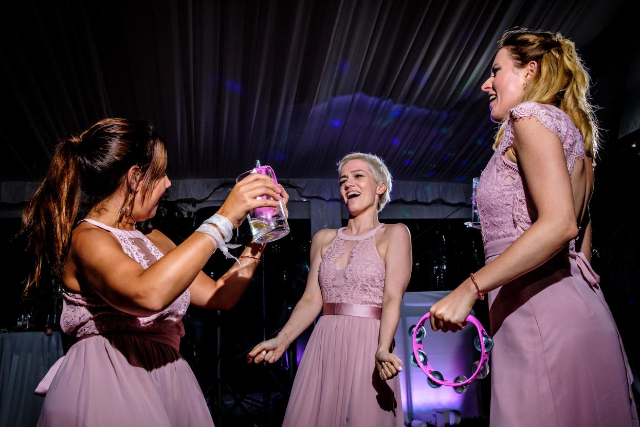 Damas de honor. Baile de boda en Itxasbide