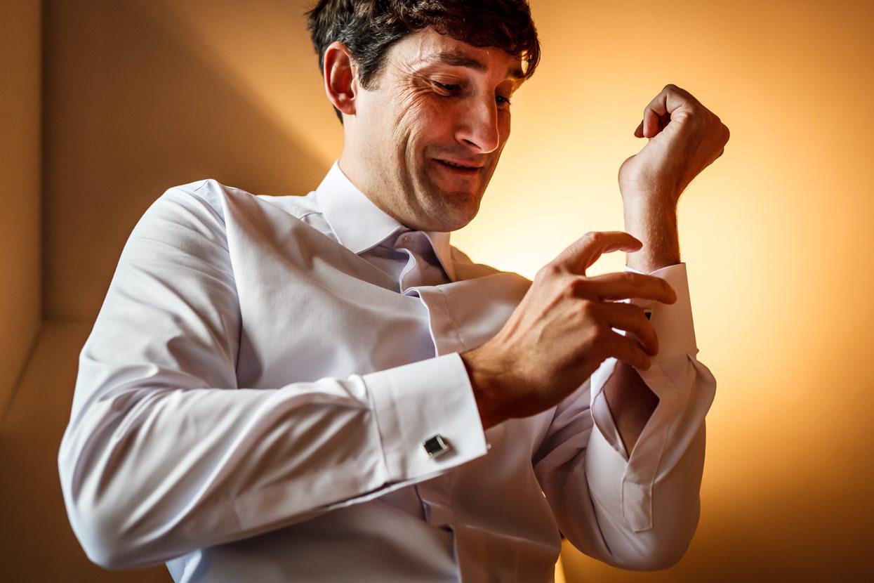 Preparativos de novio de boda en Hondarribia