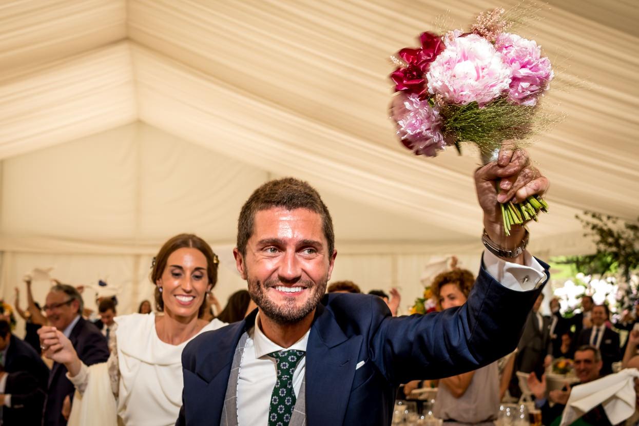 Banquete de boda en finca en Donostia. Entrada de los novios