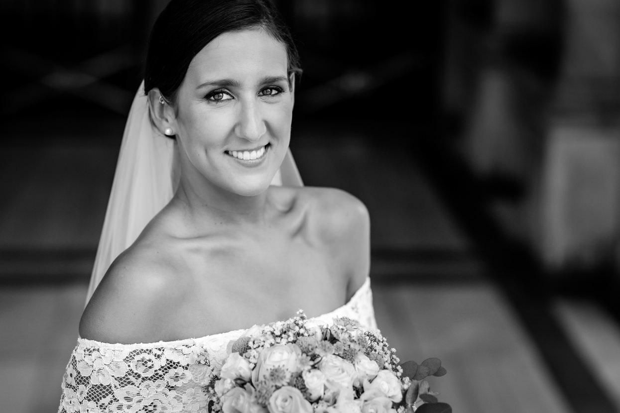 Retrato de novia en boda en San Sebastián