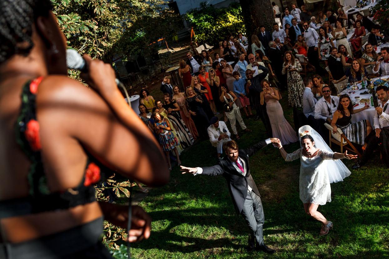fotógrafo de boda en navarra novios bailando