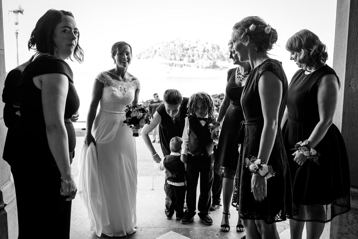 Ceremonia de boda en el palacio Miramar. Damas de honor