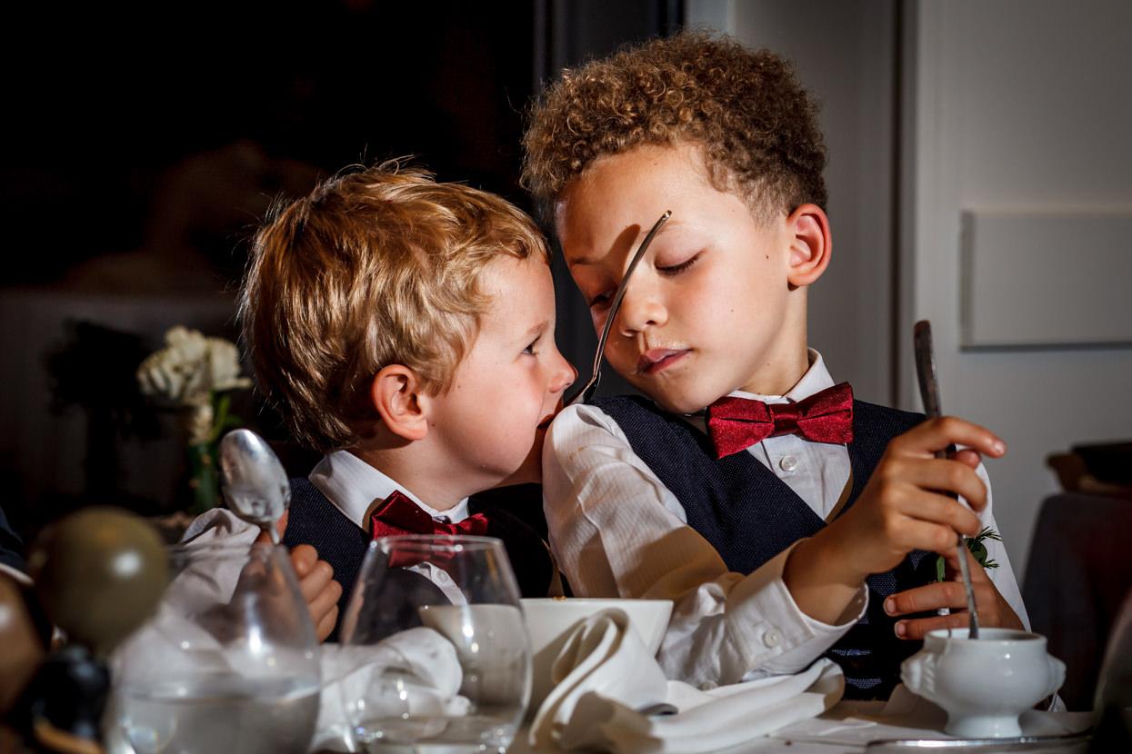 Niños en banquete de boda en Mirador de Ulia
