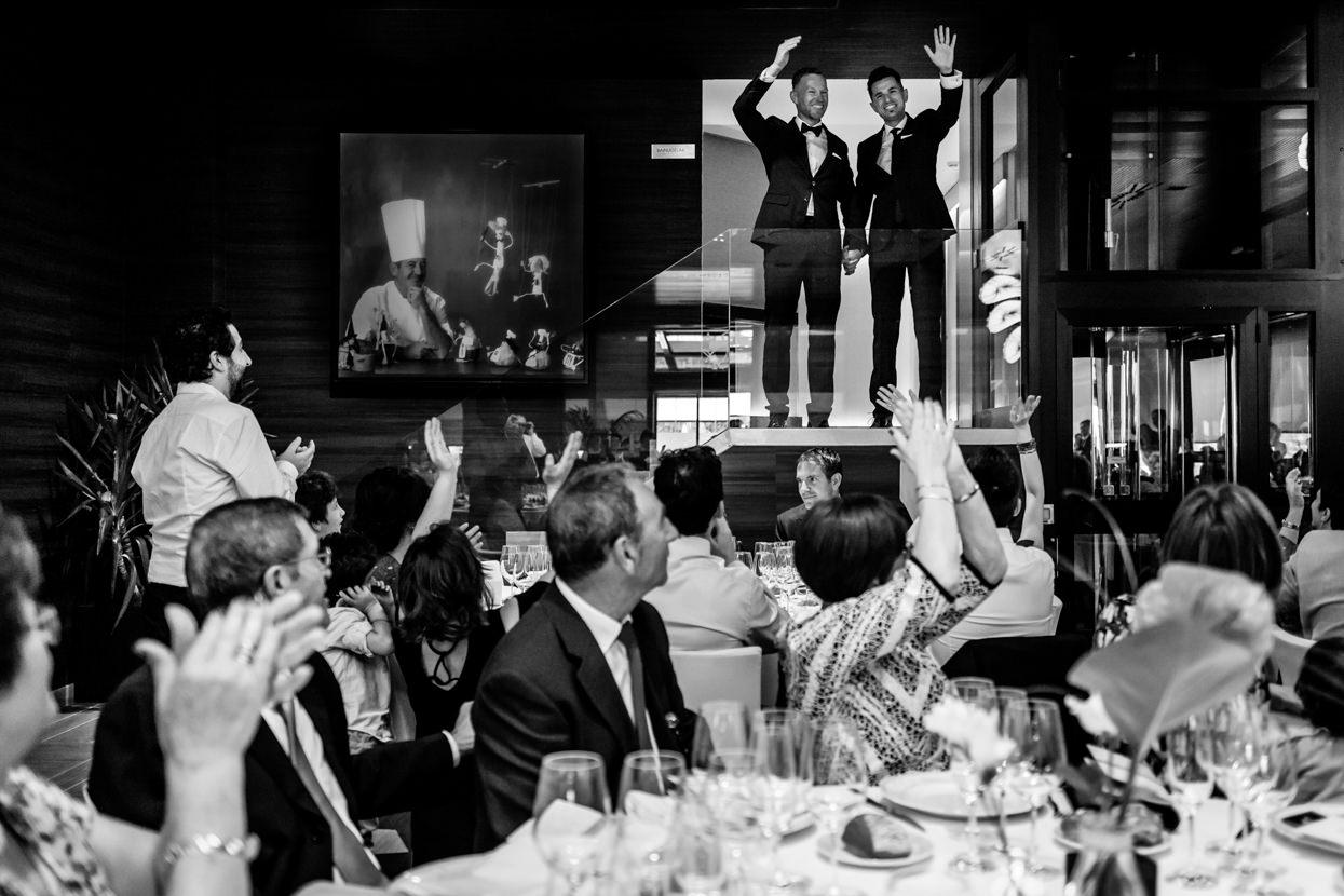 Banquete de boda. Llegada de los novios