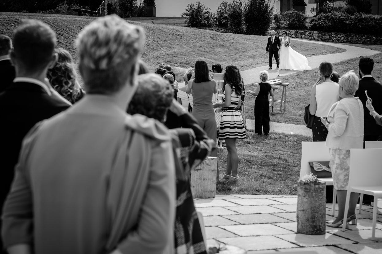 Ceremonia de boda. LLega la novia