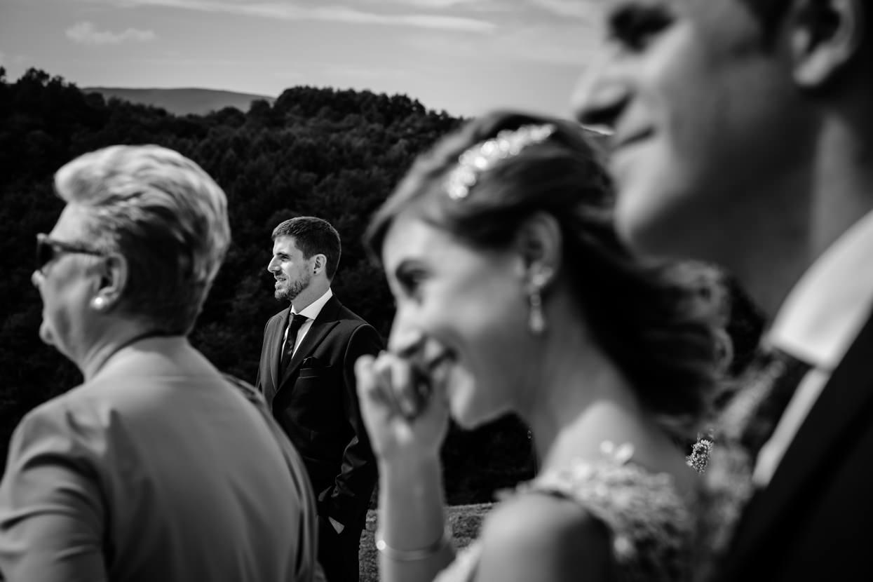 Ceremonia. El novio espera a la novia