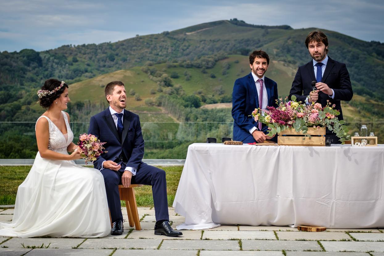 Ceremonia en Yrisarri. Amigos oficiantes.