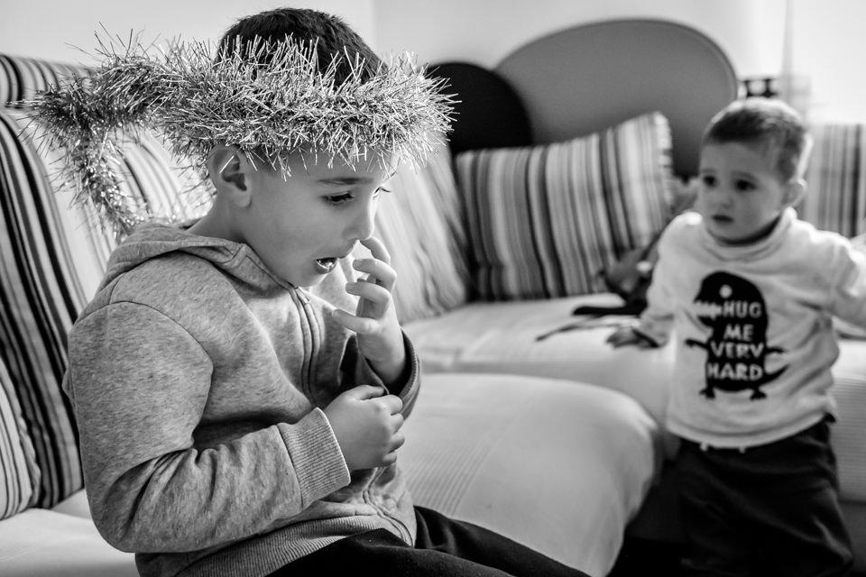 fotografia-infantil-arbol-navidad-1