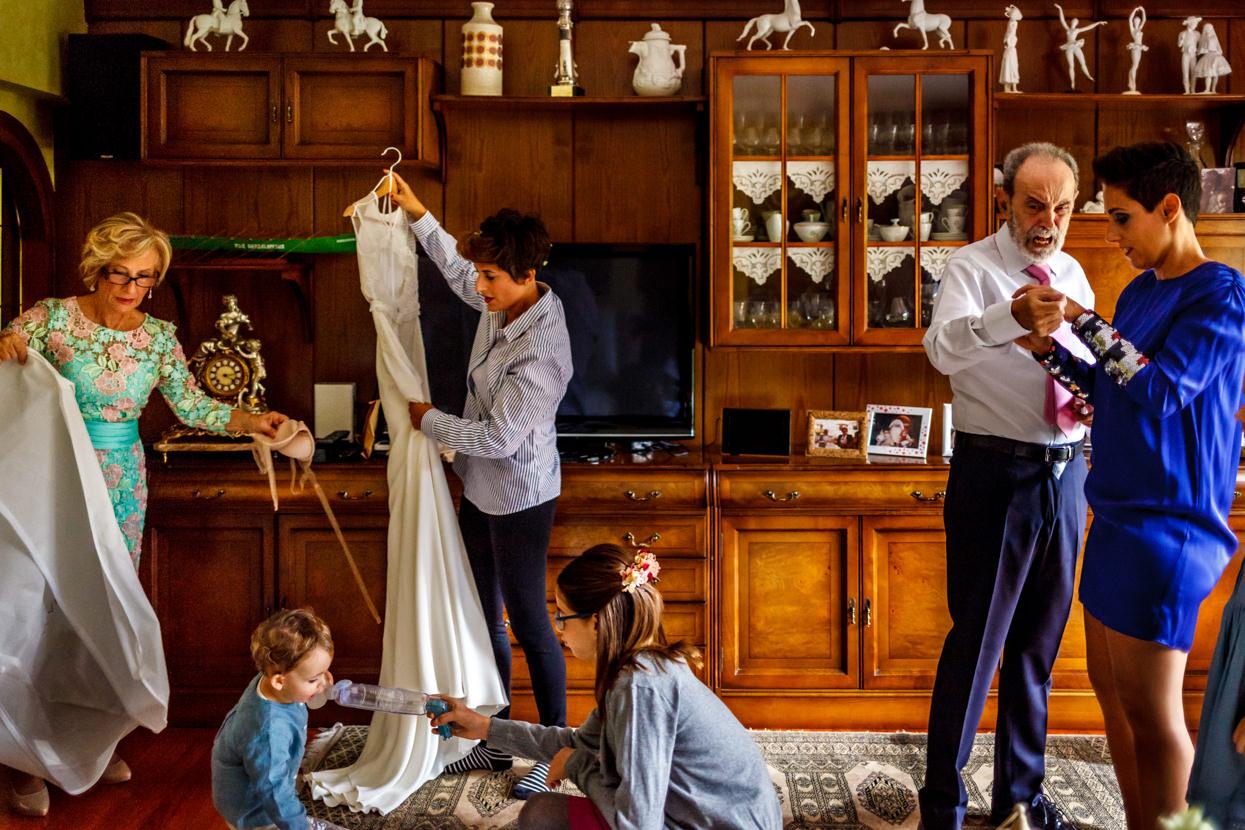 Preparativos de boda en casa de la novia