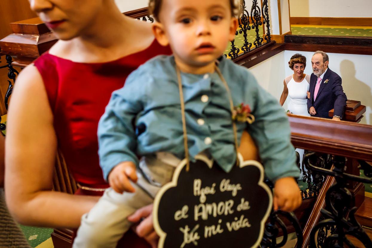 Novia llega a ceremonia en ayuntamiento de Hondarribia