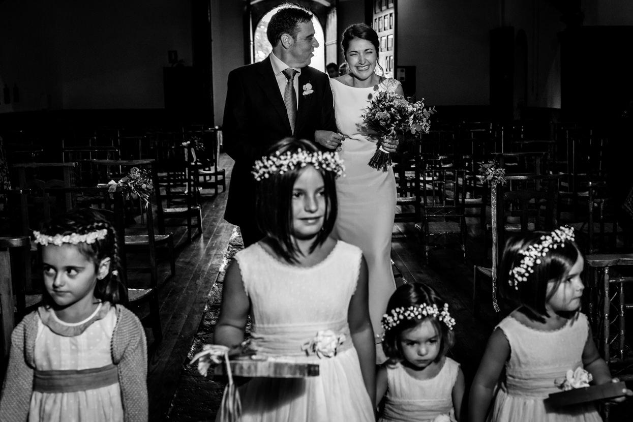 Novia emocionada en ceremonia de boda en Amasa