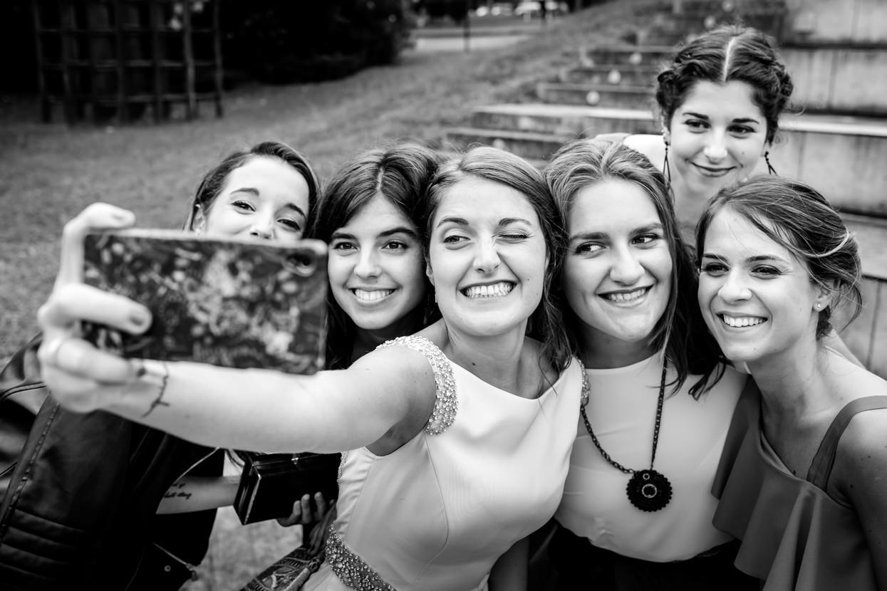 Selfie de novia con amigas en Atalaia