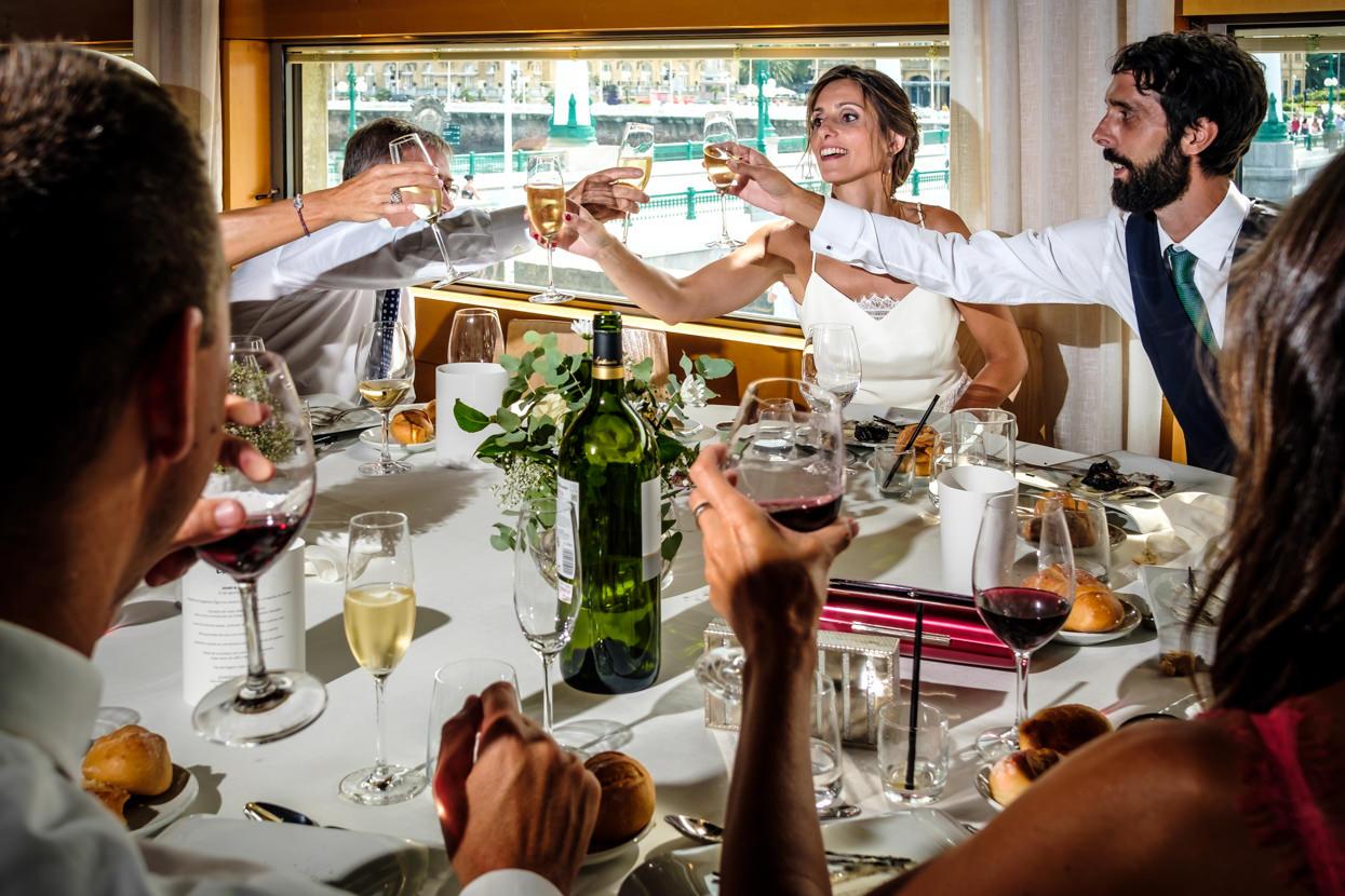 Brindis de boda en restaurante Nineu