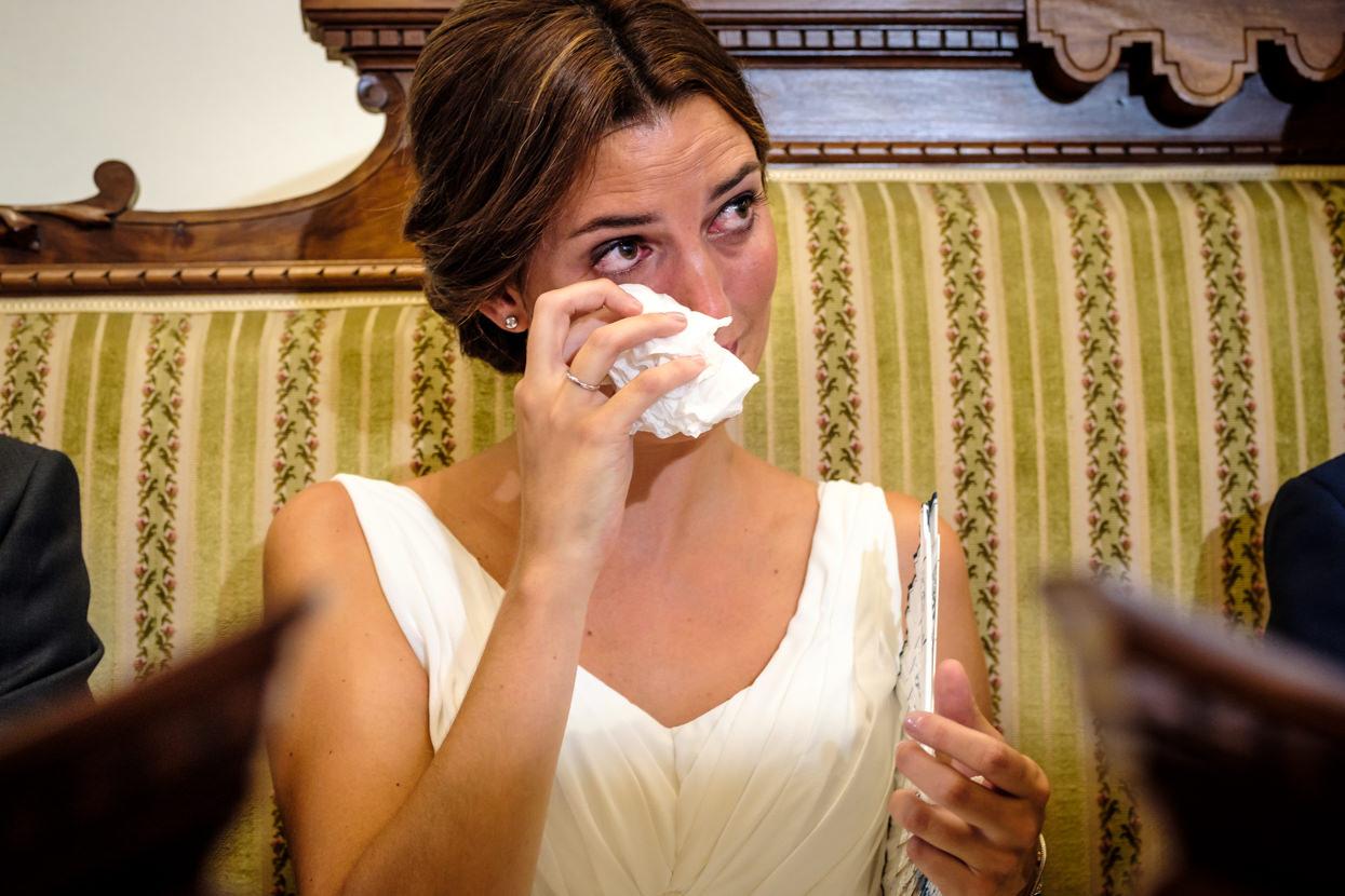 emoción en ceremonia de boda en hondarribia