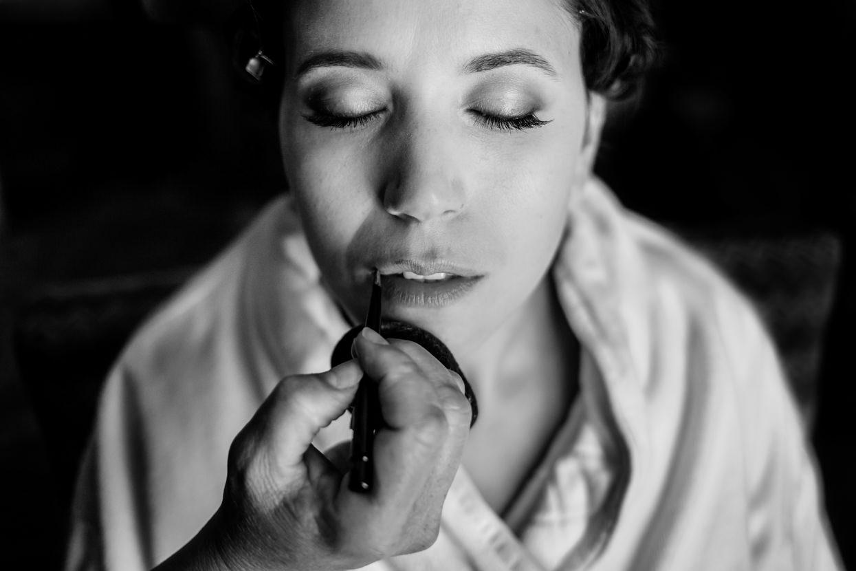 Preparativos de boda en el hotel María Cristina. Maquillaje de novia
