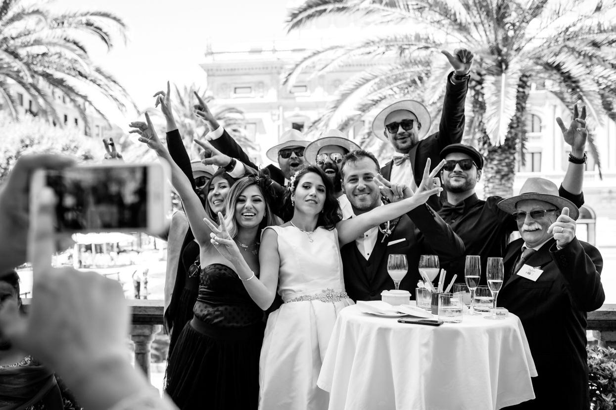 Foto de grupo en boda en el hotel María Cristina