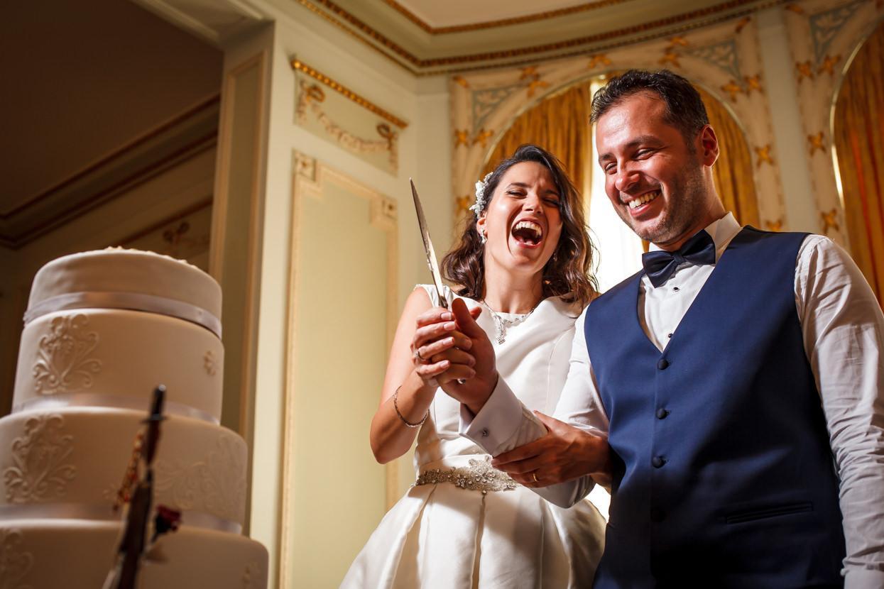 Destination Wedding Photographer in San Sebastian. Corte de tarta