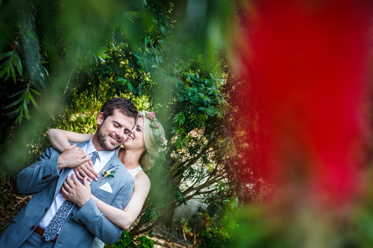 fotógrafo de boda en igeldo novios abrazados