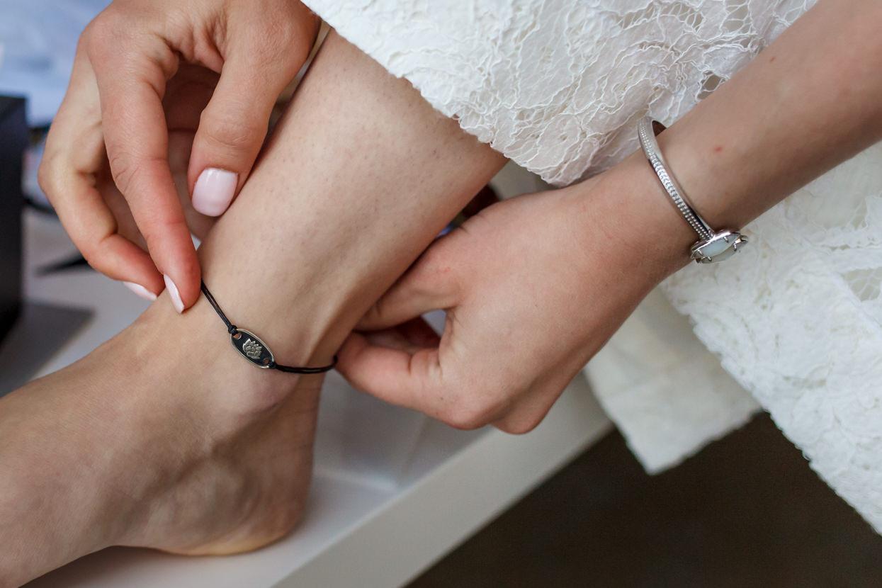 boda en igeldo detalle de pulsera de novia