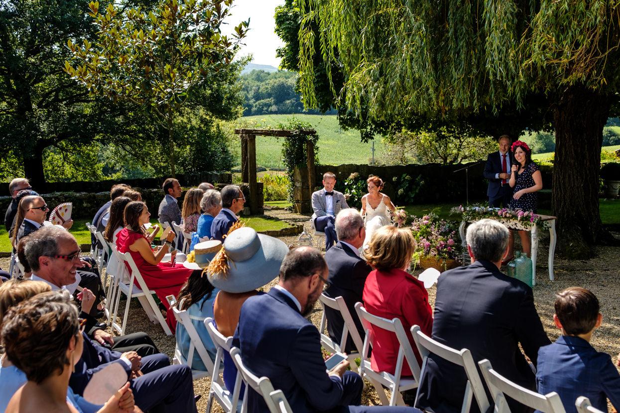 Invitados en ceremonia de boda
