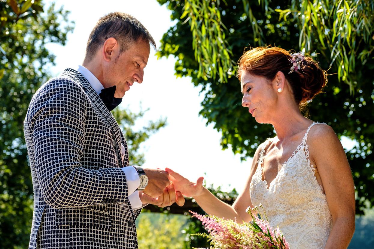 Detalle de ceremonia de boda. Anillos