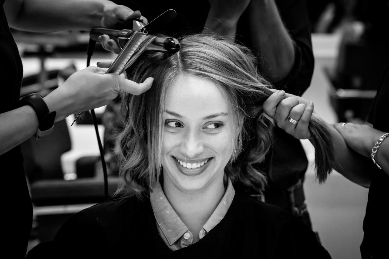 Preparativos de novia en peluquería