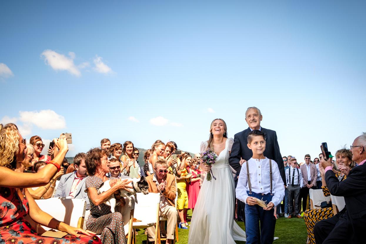 Novia llega a ceremonia de boda en Hika