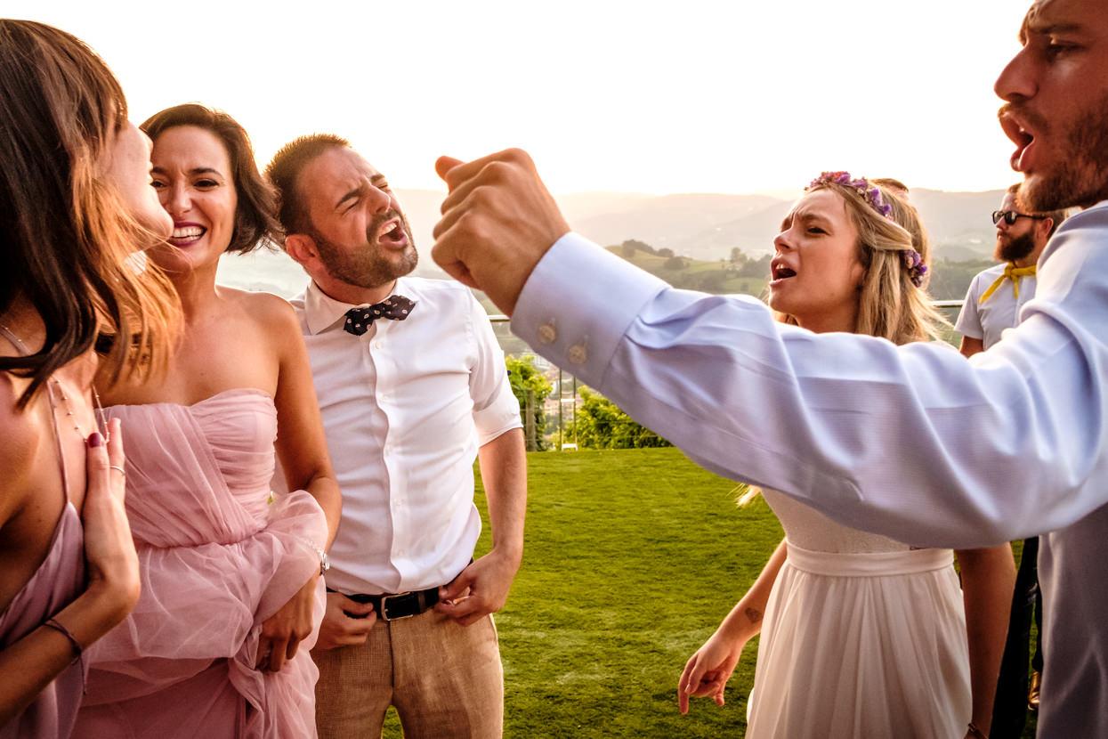 Destination wedding photographer in San Sebastian. Party