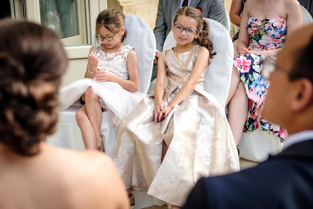 Invitadas de boda en ceremonia de boda en Donostia