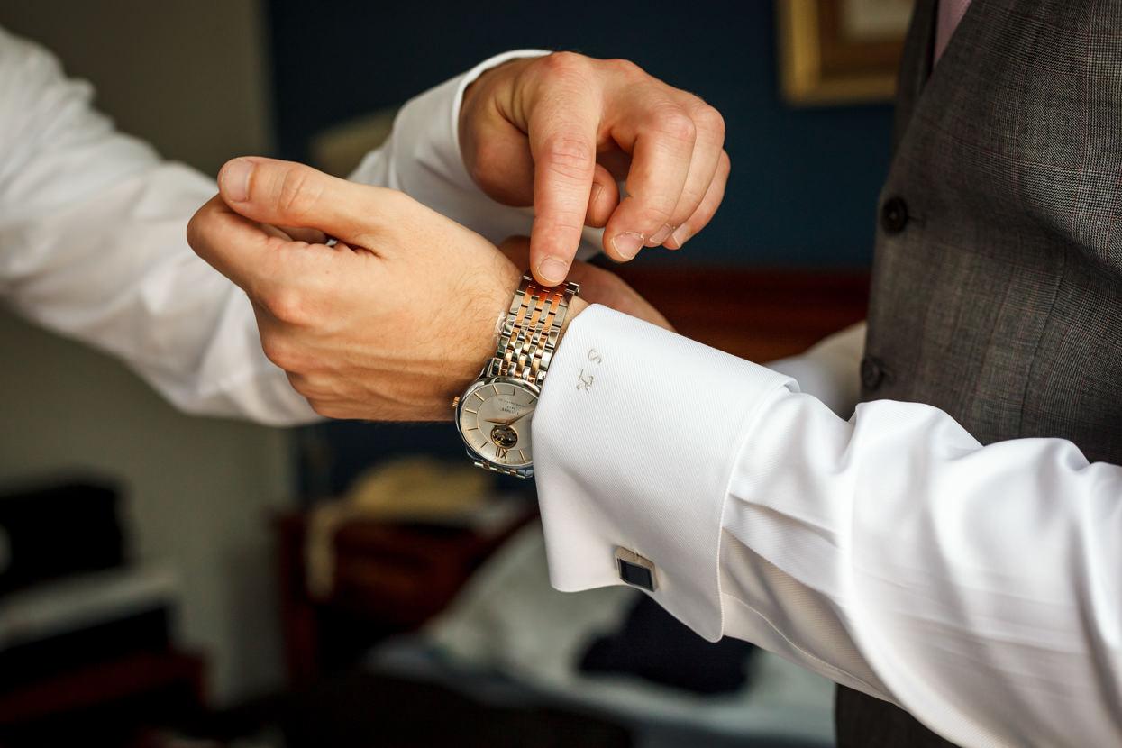 Detalles de boda. Reloj de novio