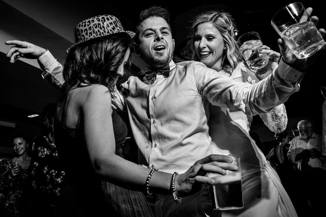 Novia bailando en fiesta de boda en Alameda