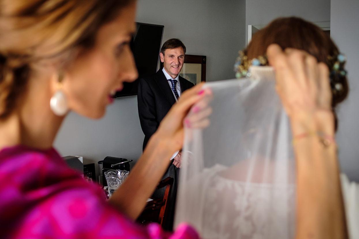 El padre de la novia con chaqué de boda