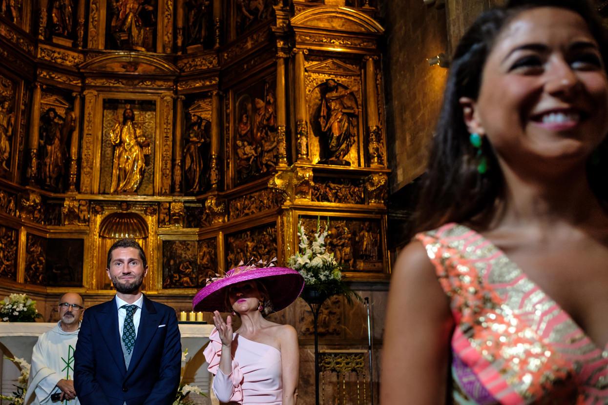 Ceremonia de boda. El novio en el altar