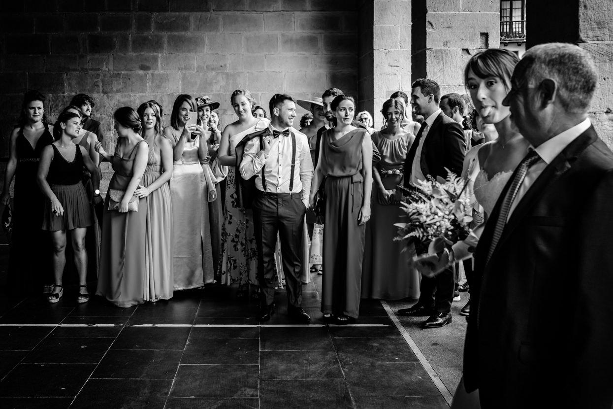 Boda en ayuntamiento de Oiarztun. Llega la novia