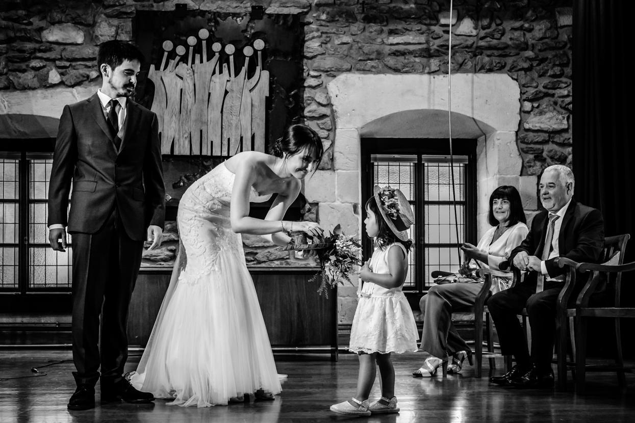 Ceremonia de boda en ayuntamiento de Oiartzun. Anillos