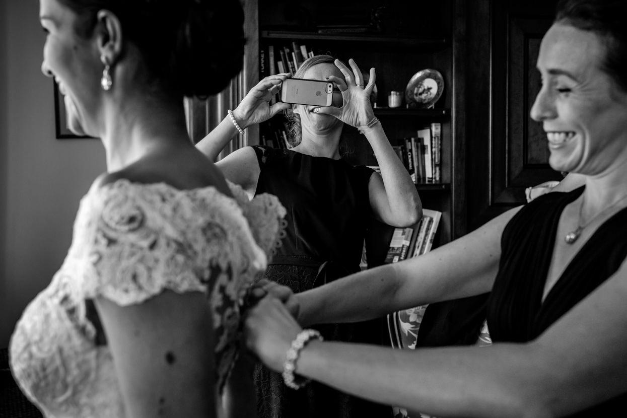 Invitada de boda en San Sebastián saca foto a vestido